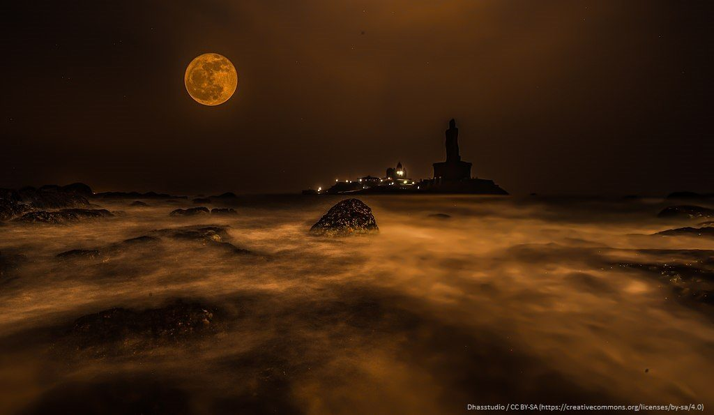 Full Moon rise at Kanyakumari